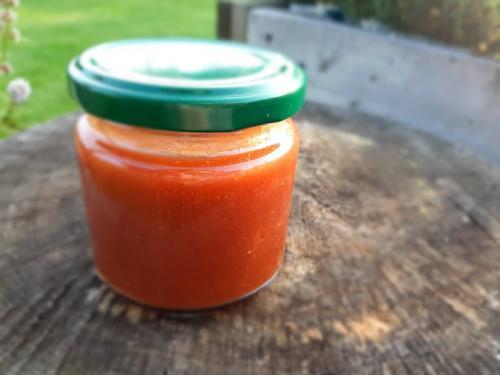 Broskvovo-malinovб marmelбda