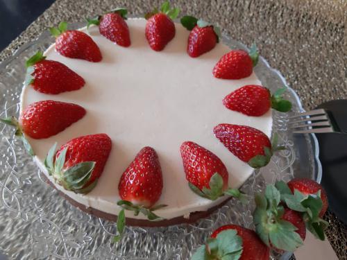 Raw dort jahodový