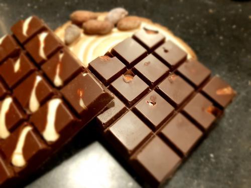 RAW hoøká èokoláda s líkovými oøechy 100 g 60% - zvìtšit obrázek